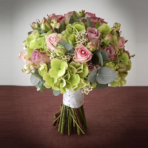 brides-wedding-bouquet