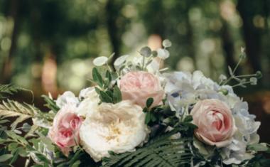 Soft Neutrals for Understated Wedding Flowers in Sheffield