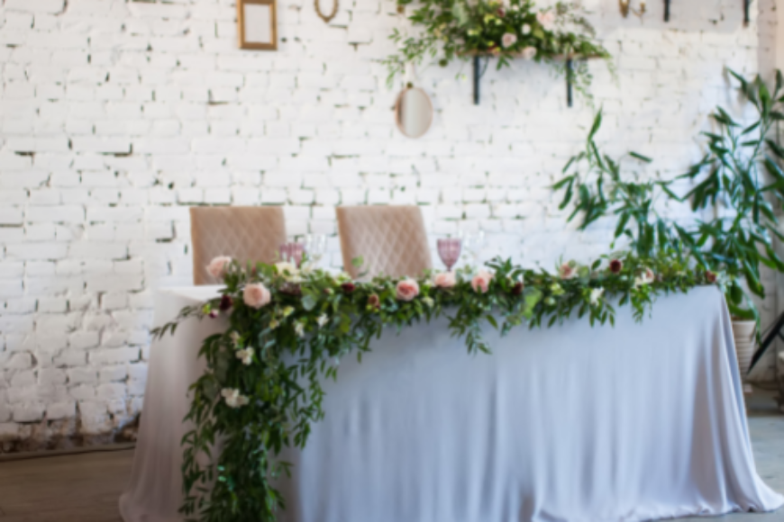 Floral Ideas for Wedding Tables – Runners and Garlands